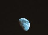 31. BW, T - Half Moon - Innisfil, Ontario, Canada July 2014. (SM CADMAN)