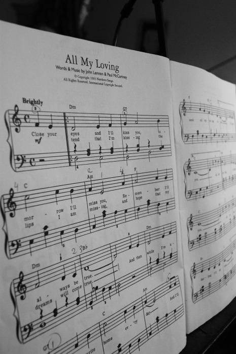 sheet-music-833510_1920